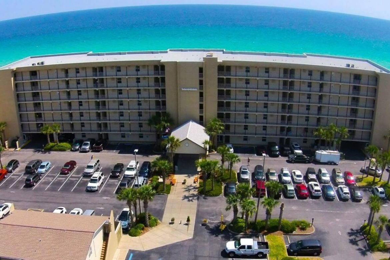 Island Echo Condominium image.